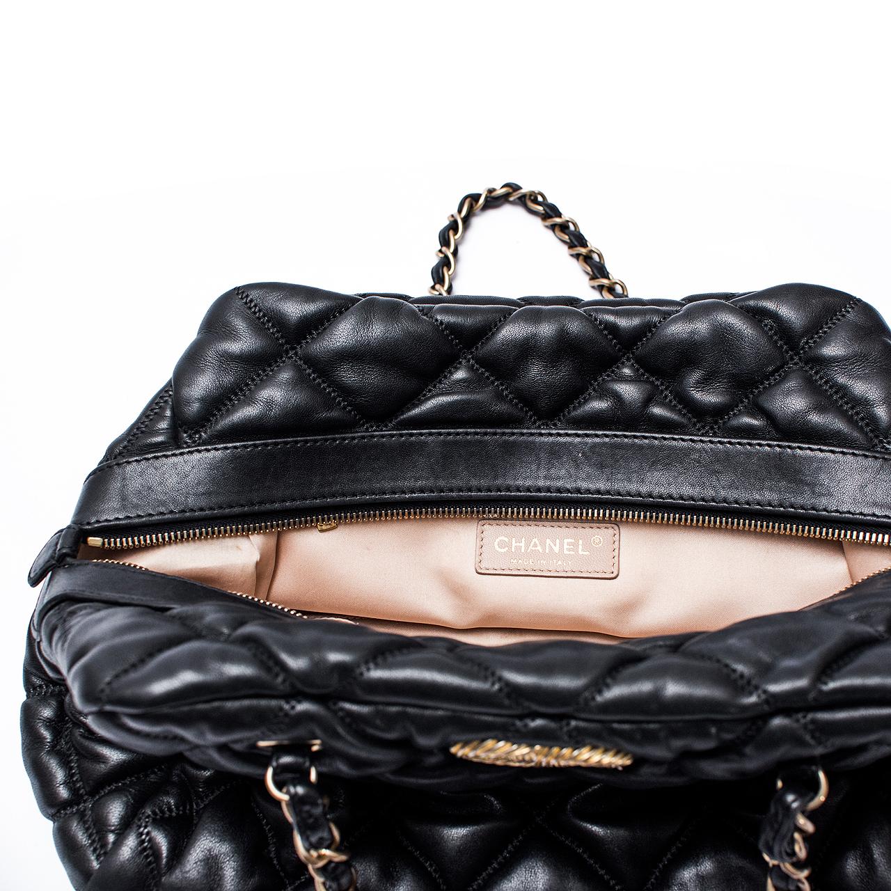c85e739184135 Bolsa Chanel Lambskin Bubble Quilt Bowler